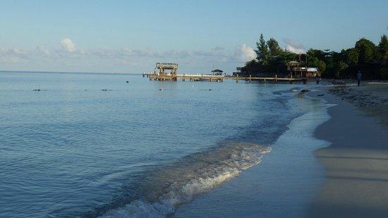 Henry Morgan Resort: vue de la plage