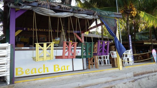 Henry Morgan Resort: Bananarama Bar sur la plage