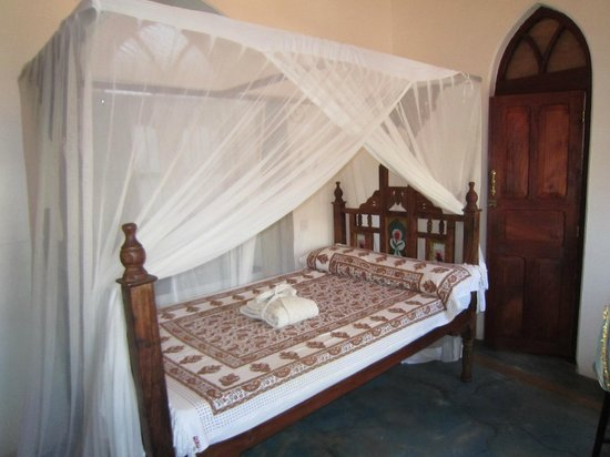 Zanzibar Coffee House: room for one - interconnected with double room with ensuite or single room with shared bathroom