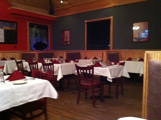 Legends Bistro: Dining room