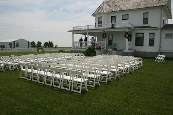 Wessels Living History Farm A Wrap Around Porch Provides Great Setting For Outdoor Weddings
