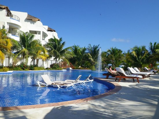 El Dorado Maroma, a Beachfront Resort, by Karisma: New pool area and new rooms with jacuzzis