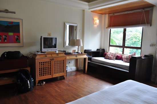 Langkawi Lagoon Resort: small tv, cozy seating by the window