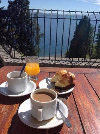 La Cascada Hotel: coffee on the upper balcony