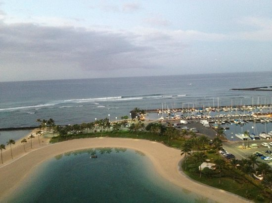 Hilton Grand Vacations at Hilton Hawaiian Village : View from 19th floor balcony off living room