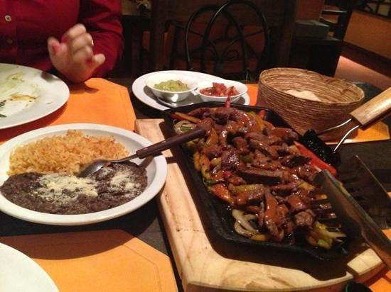 Calexico - California Mexico Fusion: show de comida!!