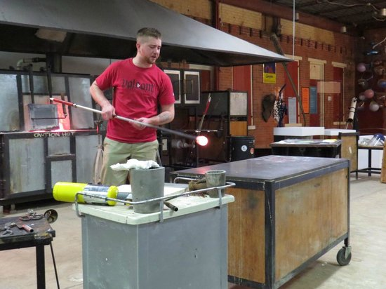 Through the Fire Studios : Instructor Jeremy demonstrating how to make glass flower