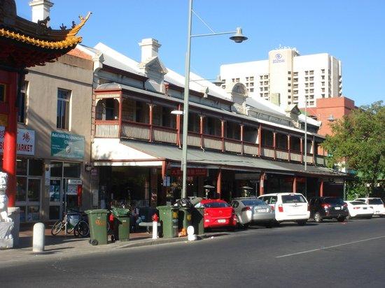 Hilton Adelaide: 中華街が近く大晦日は爆竹の爆音