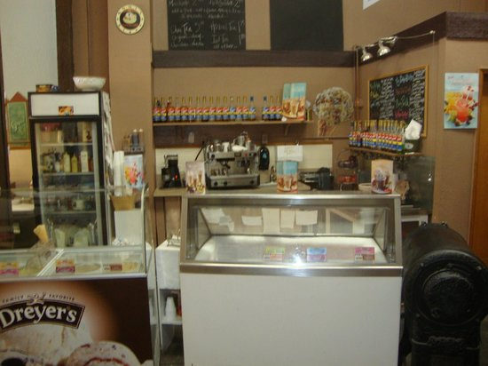 ‪‪Angelina's Bakery & Espresso‬: Ice Cream Counter