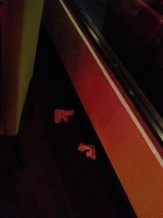 Inka Grill: basura en el piso
