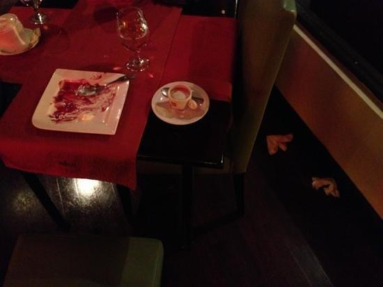 Inka Grill: servilletas en el piso que nunca recogió el salonero