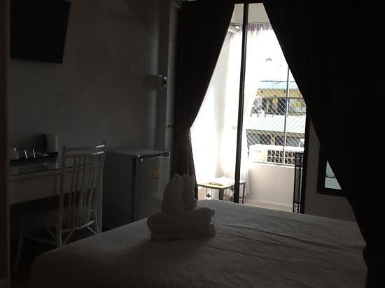 Chiang Mai C.M. House: rooms with flat screen tv n balcony