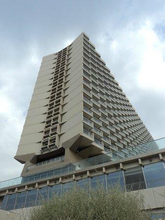 Hilton Tel Aviv: Hotel from promenade