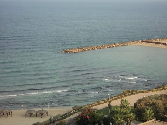 Hilton Tel Aviv: Beach view from orth facing room
