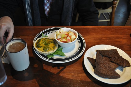 Chaco Canyon Cafe: Eggless Spinach Mushroom Quiche With Side of Toast and Nog Latte