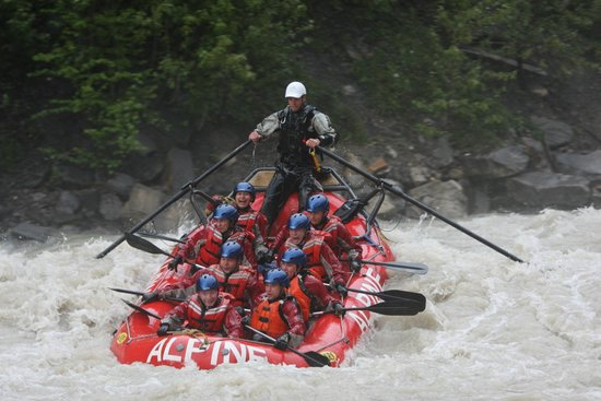 Golden, Canadá: Rafts hold eight people