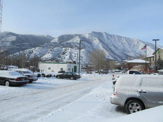 Hampton Inn Glenwood Springs: View from parking