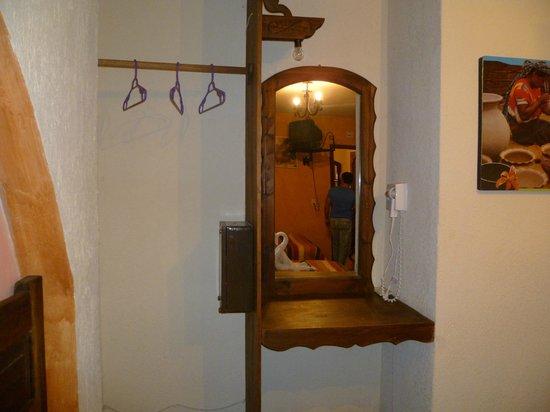 Hotel Jovel: Perchero, caja de seguridad, secadora