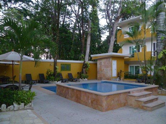 Hotel Chablis Palenque: La alberca es pequeña pero en perfecto estado