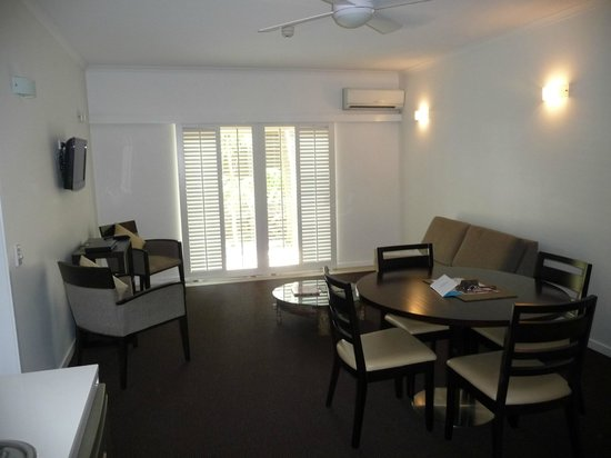 Ramada Resort Port Douglas: Large living area