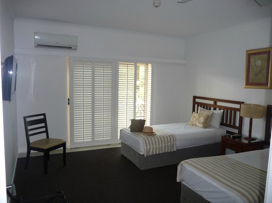 Ramada Resort Port Douglas: Second bedroom plus bathroom.....huge!!