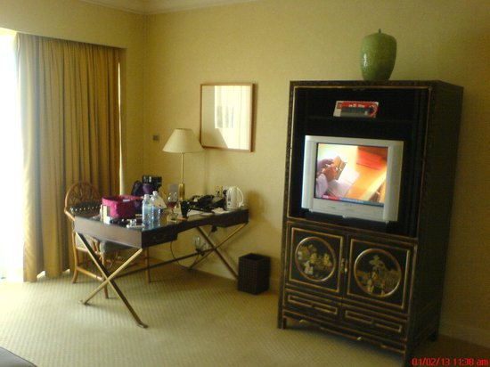 Grand Coloane Resort Macau: TV is kind of old.