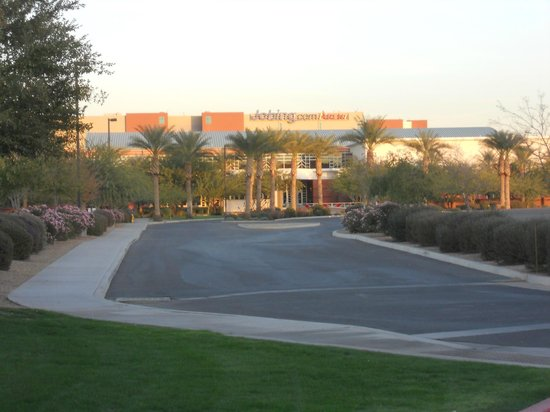 Hampton Inn & Suites Phoenix Glendale - Westgate: short walk down the drive to Westgate/Jobing.com