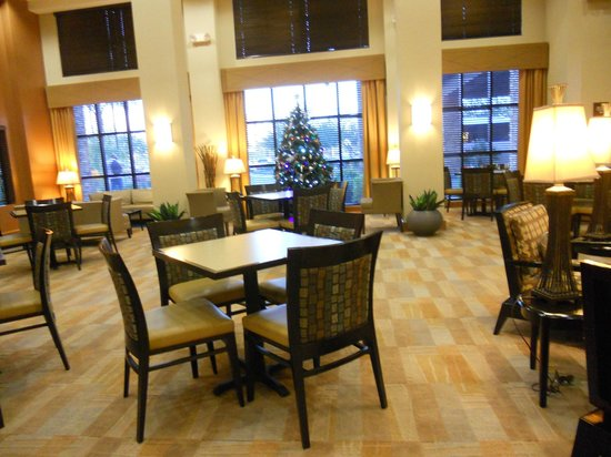Hampton Inn & Suites Phoenix Glendale - Westgate: Lounge - breakfast area