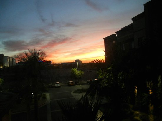 Hampton Inn & Suites Phoenix Glendale - Westgate: Sunset from my window