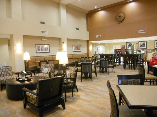 Hampton Inn & Suites Phoenix Glendale - Westgate: Breakfast area