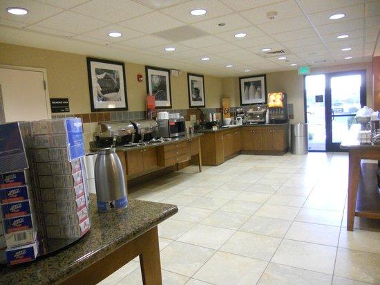 Hampton Inn & Suites Phoenix Glendale - Westgate : Breakfast area
