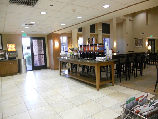 Hampton Inn & Suites Phoenix Glendale - Westgate : Breakfast area