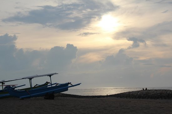 Hotel Santika Premiere Beach Resort Bali: private beach