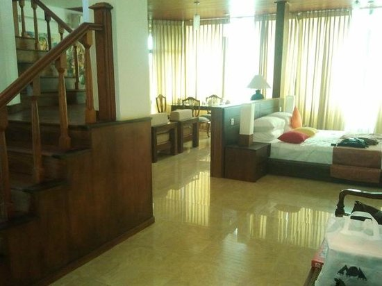 Amaara Sky Hotel Kandy : First floor of the penthouse suite