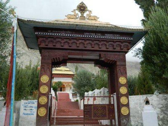 Samstanling Monastery: Monastery Gate 2