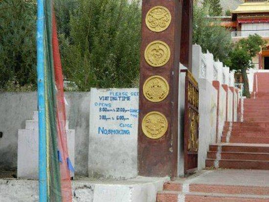 Samstanling Monastery: Monastery Gate 1