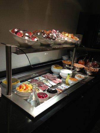 โดนู โอเปร่า โอแตล: Buffet Spread