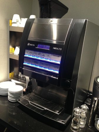 Hotel Daunou Opera: Coffee Machine