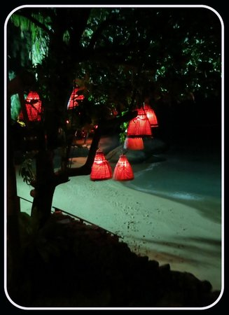 Rocky's Boutique Resort: picture of the beach and decorations