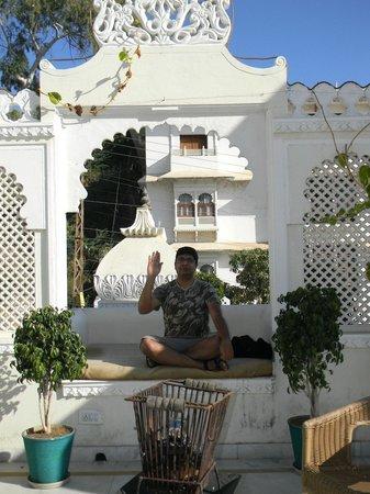 Hotel Swaroop Vilas: Terrace Bar..