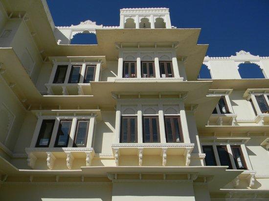 Hotel Swaroop Vilas: White and blue