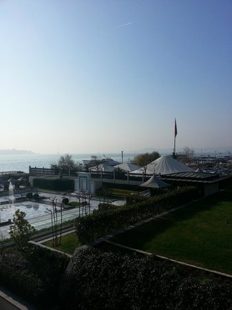 Four Seasons Istanbul at the Bosphorus: Sunny Day