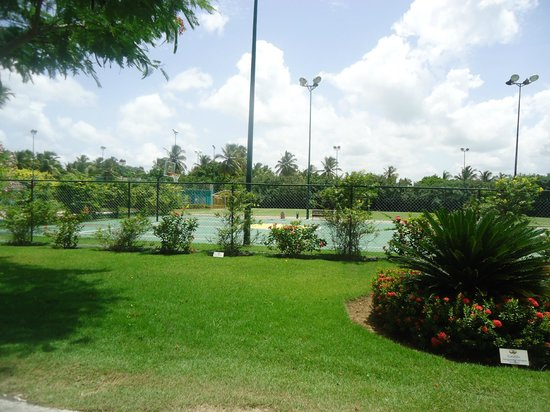 Grand Palladium Palace Resort Spa & Casino: tennis/basketball court