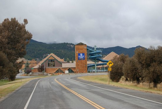 Fairmont Hot Springs Resort : As you approach the resort from the East