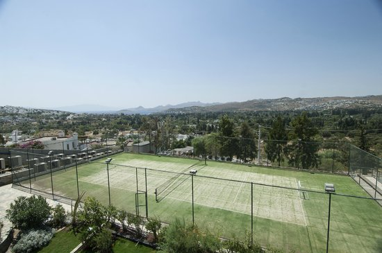 Ramada Resort Bodrum: Tennis Court