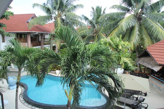 Le Duc de Praslin: pool and garden