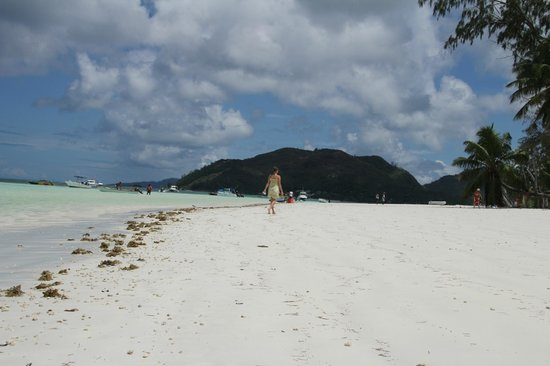Le Duc de Praslin: the walk on the beach