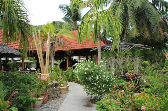 Le Duc de Praslin: garden and bar