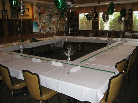 Pine Tree Restaurant: Decorated Tables