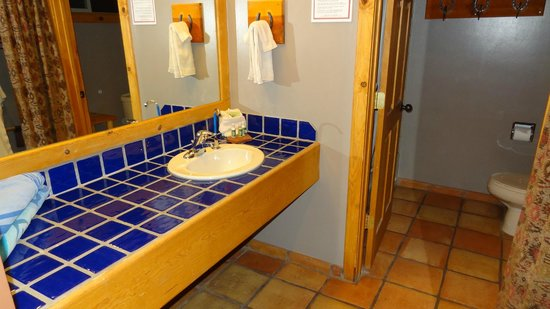 Red Cliffs Lodge: my bathroom